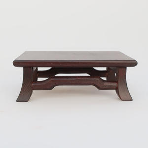 Dřevěný stolek pod bonsaje