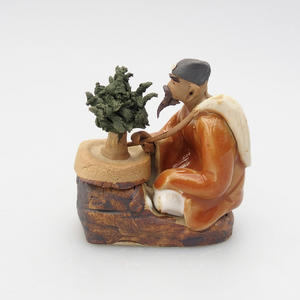 Keramická figúrka - bonsajista, C