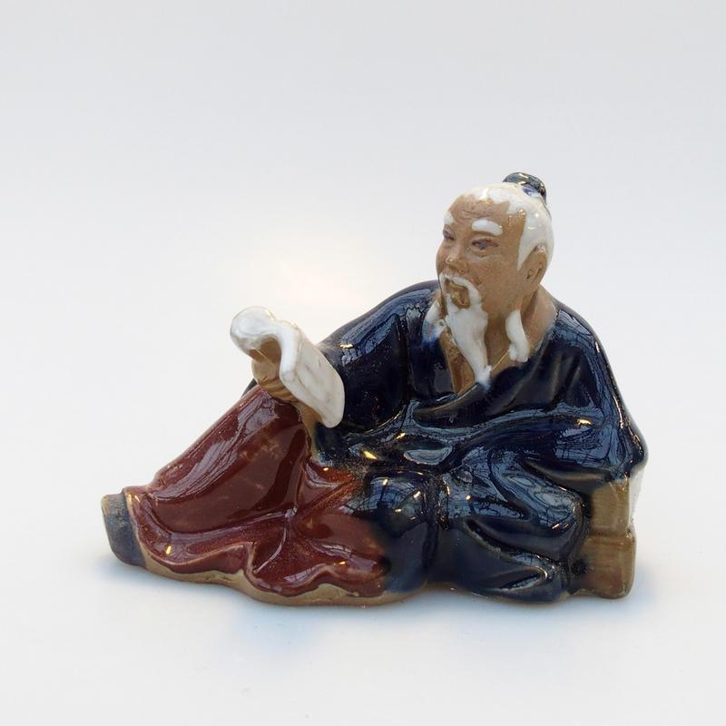 Keramická figurka - Čtenář